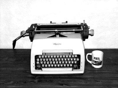 La vieja máquina de escribir del oficio del periodista, el escritor y el guionista.