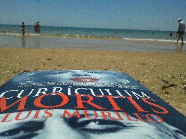 Curriculum Mortis, una lectura perfecta para la época vacacional
