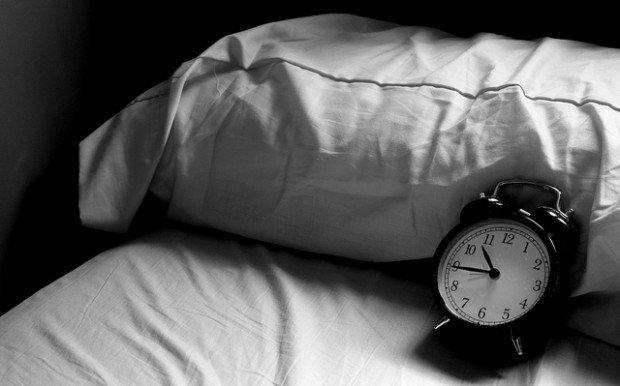 Si eres de los que les cuesta levantarse, en dos palabras: despertador implacable