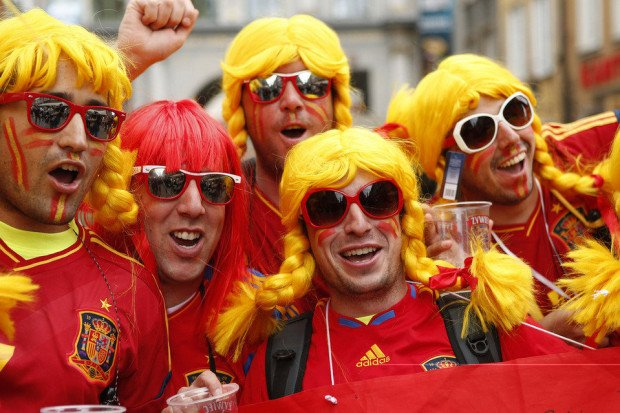 El aficionado fiel refleja ese tipo de fan del fútbol que sigue a su selección por todo el mundo.