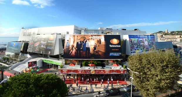 MIPCOM 2013 - ATMOSPHERE - OUTSIDE - PALAIS DES FESTIVALS